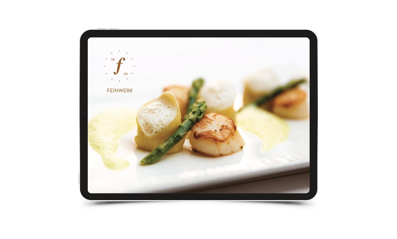Homepage der Website für das Restaurant Feinwerk. Gezeigt wird ein köstlich angerichtete Speise und das Logo. Reduziert und hochwertige Gestaltung.