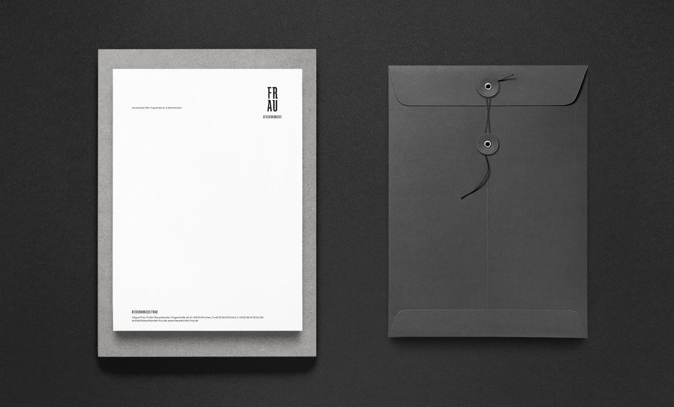 Briefpapier mit Logo und passendem Kuvert in schwarz.